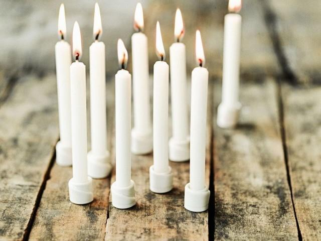 Little white porcelain candle holders - Lovely Christmas Decorating Ideas with Scandinavian Touch