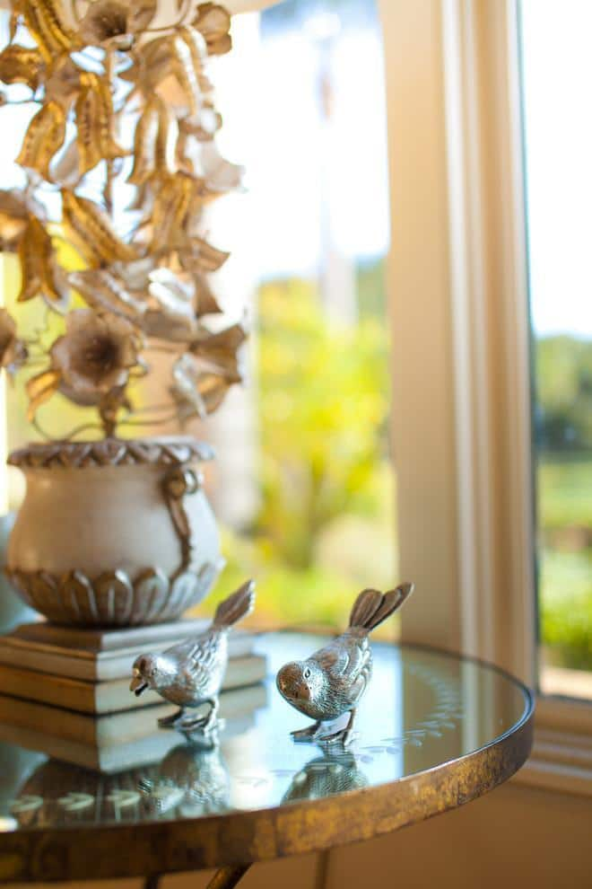 Lovely small birds used as home decorative elements - Mansion in California in Italian Style