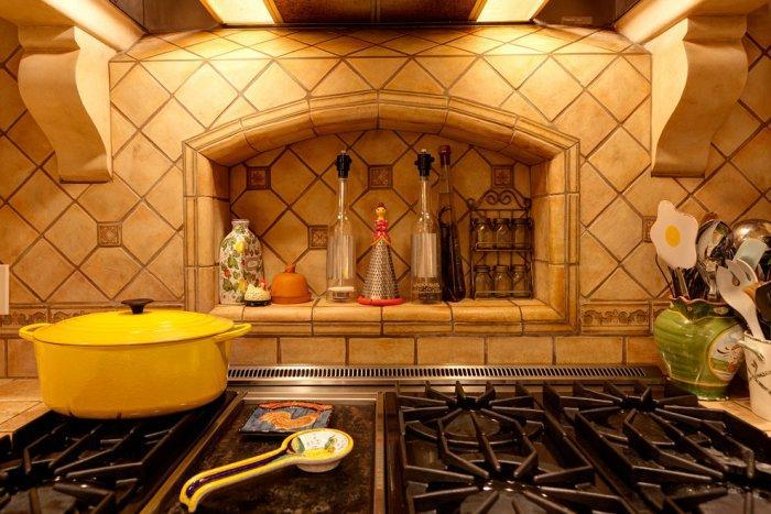 Lovely small kitchen in Mediterranean style - Mansion in California in Italian Style