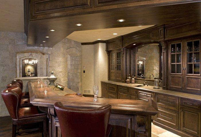 Luxurious tasting home bar located in the basement - Splendid High-End Mansion in Minnesota, USA