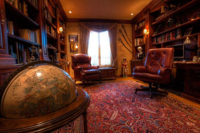 Luxury man study with Napoleonic accents - Mansion in California in Italian Style