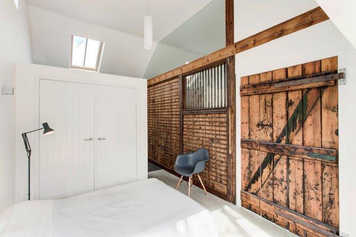 Old english stable turned into minimalist rustic for Minimalist rustic bedroom