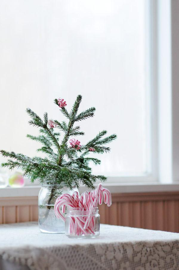 Mini Christmas tree for a stylish holiday - 17 Scandinavian Examples of Home Decorations