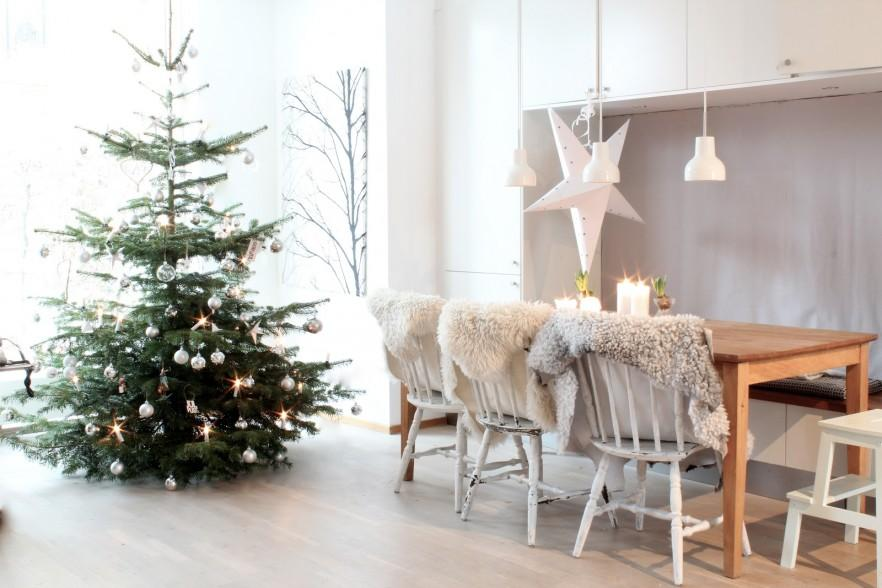 17 Scandinavian Examples of Christmas Home Decorations