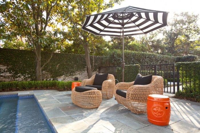 Poolside furniture for relaxation - Refined Mansion with Elegant Touch in Houston