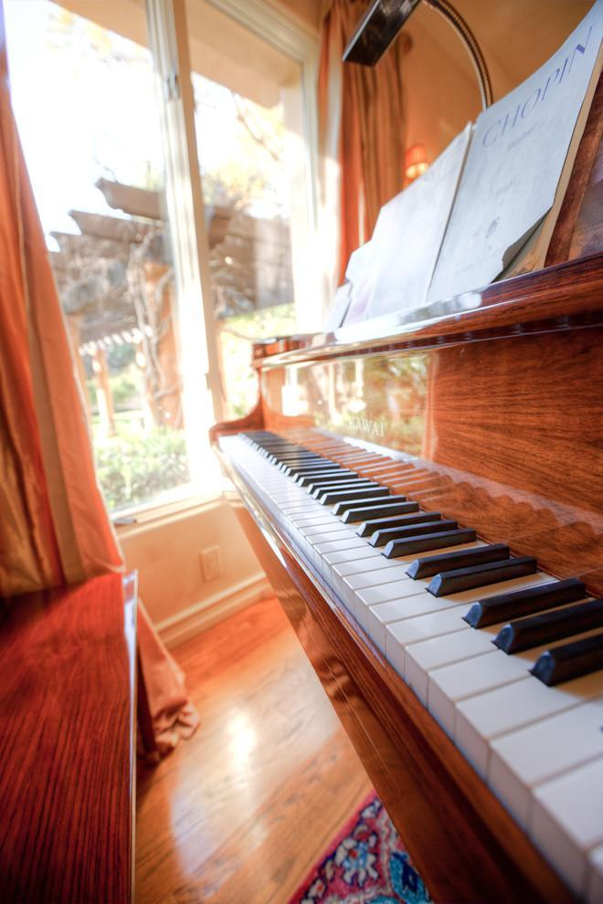 Rosewood grand piano - Mansion in California in Italian Style