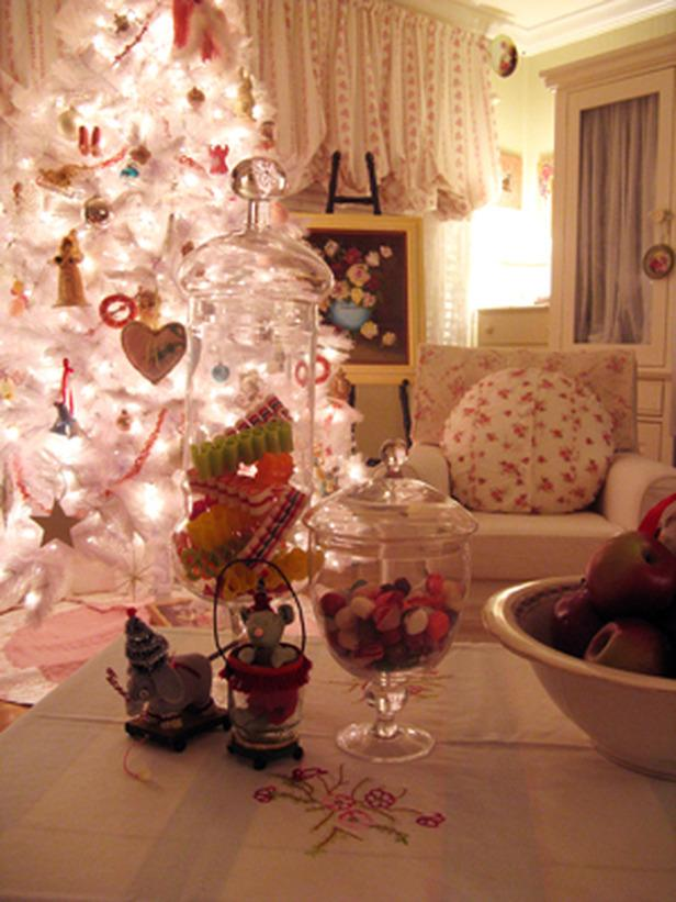 Splendid Christmas tree full of light - 20 Stylish and Elegant Ideas for Decorations