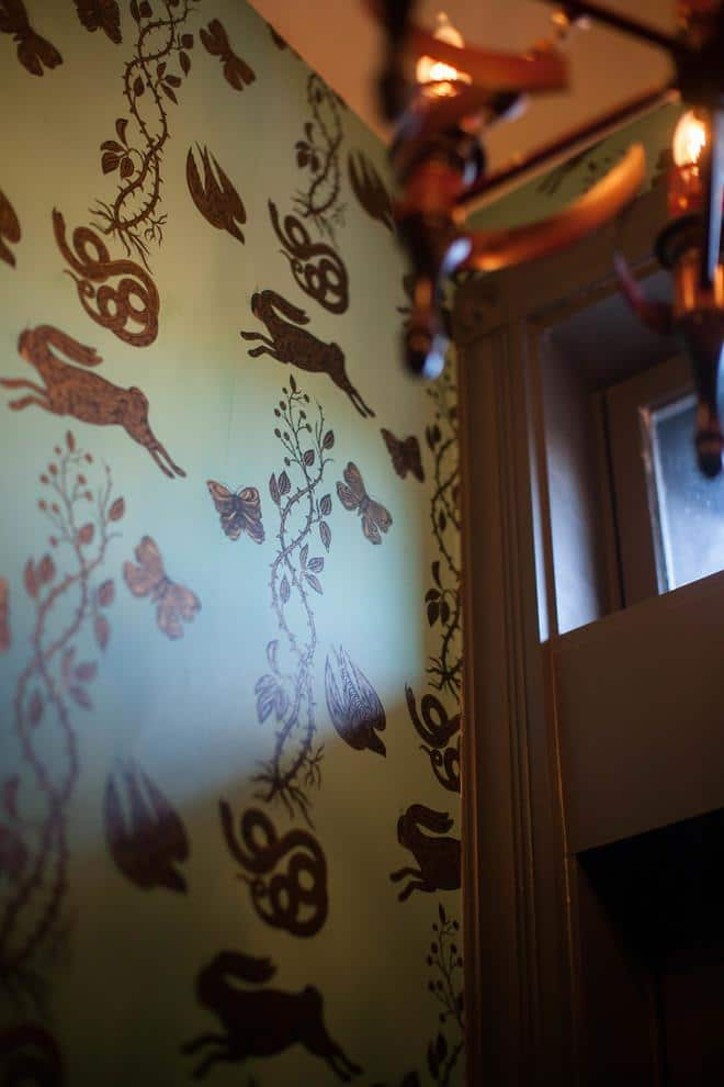Stylish eclectic wallpaper in floral and animal patterns - Magical Couple Home in Pittsburgh, USA