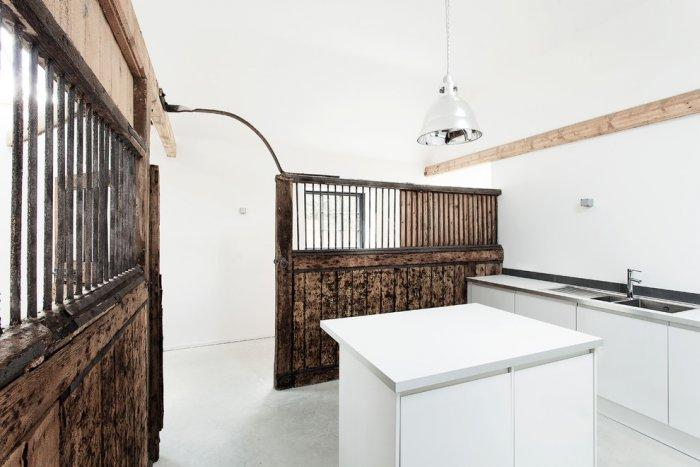 Ultra minimalist English kitchen with rustic touch - Old Stable turned into Minimalist Guesthouse
