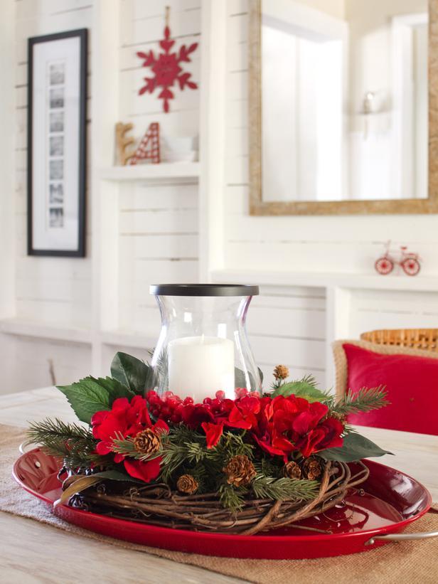 15-Minute Centerpiece-20 Splendid Christmas Tabletop Ideas for Centerpieces