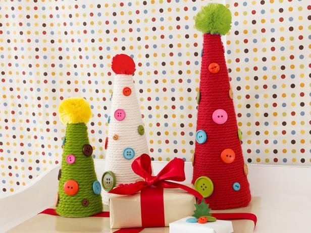 Cheery Christmas Topiaries-20 Splendid Christmas Tabletop Ideas for Centerpieces