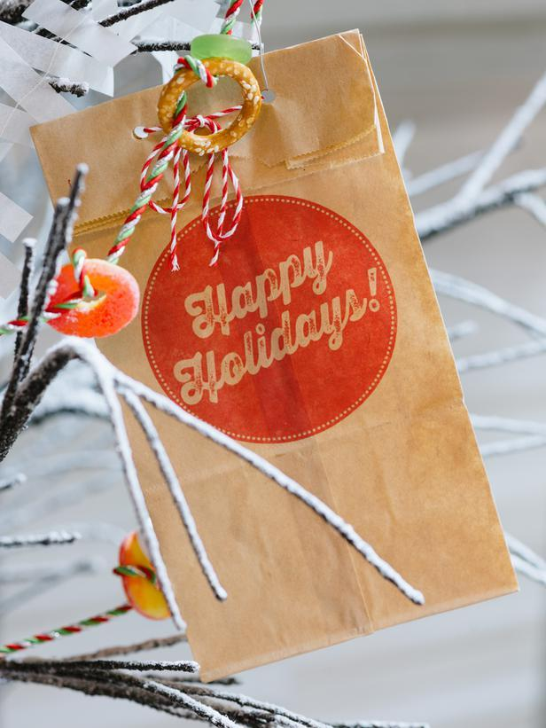 Paper bag for treats - How to Set Up a Kids' Christmas Table for Fun?