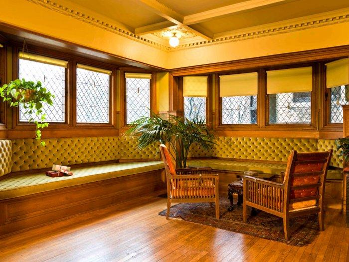 The interior design in Frank Lloyd Wright's house - Christmas Home Decor Ideas and Examples