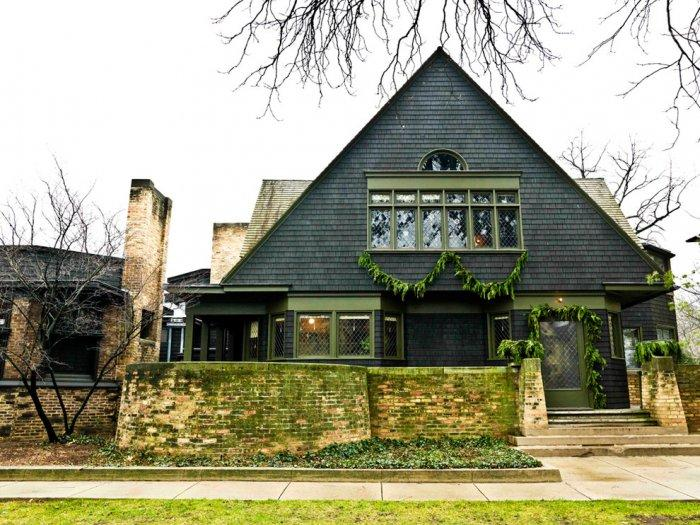 Frank Lloyd Wright's home - Christmas Home Decor Ideas and Examples
