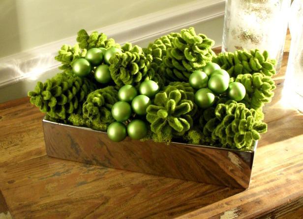 Green Glistening Centerpiece -20 Splendid Christmas Tabletop Ideas for Centerpieces