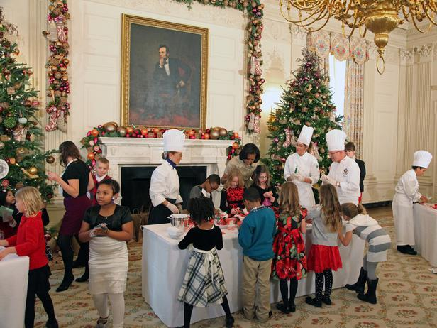 Michele Obama and children from military families - Holiday Ideas from America's First Home