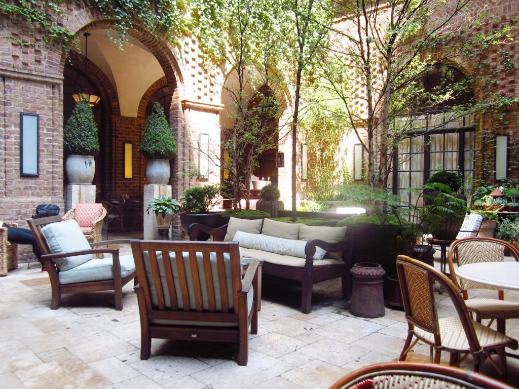 Comfortable patio furniture in a social networking hotspot