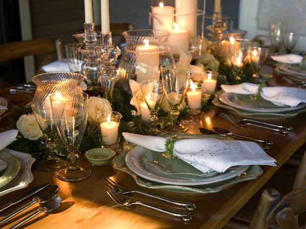 Traditional Trimmings-20 Splendid Christmas Tabletop Ideas for Centerpieces