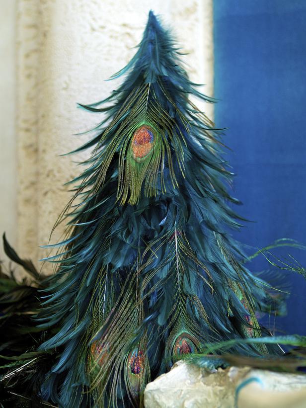 Amazing refined peacock-feathered Christmas tree - 10 Splendid and Creative DIY Trees