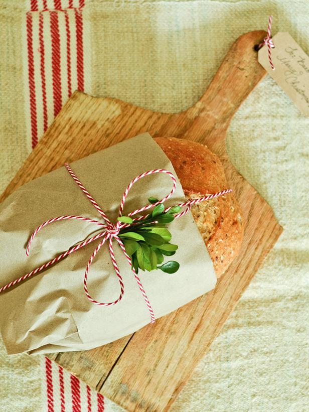 Bread Board -Vintage Christmas Ideas for a Holiday Table Setting