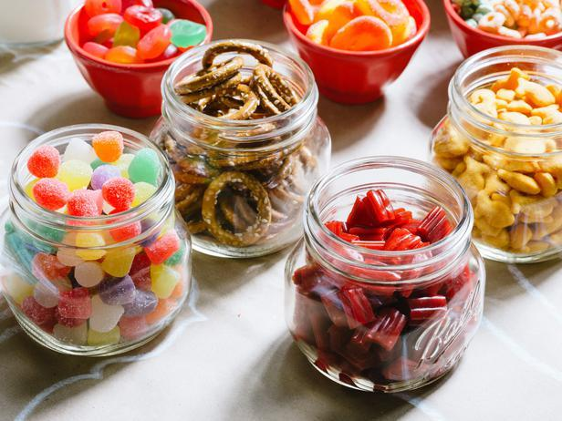 Candy-colored treats - How to Set Up a Kids' Christmas Table for Fun?