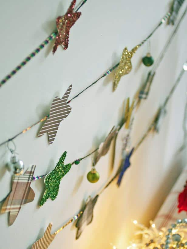 Cardboard stars garland hanging on the wall - Christmas Table Decoration Ideas