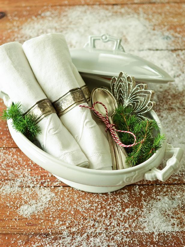 Casserole Dishes -Vintage Christmas Ideas for a Holiday Table Setting