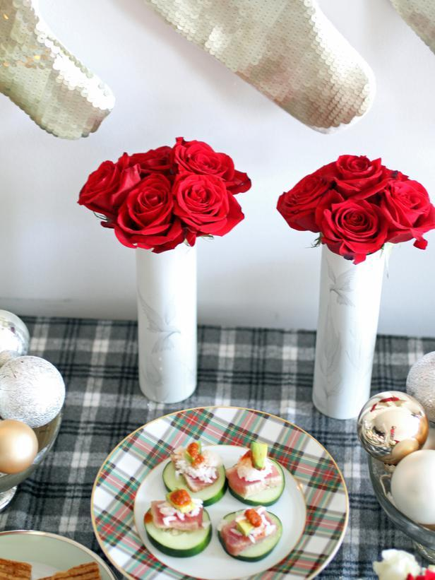 Ceramic vases with red roses used as table centerpieces - Christmas Table Decoration Ideas