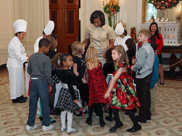 Children from military families shower Bo with attention - Holiday Ideas from America's First Home