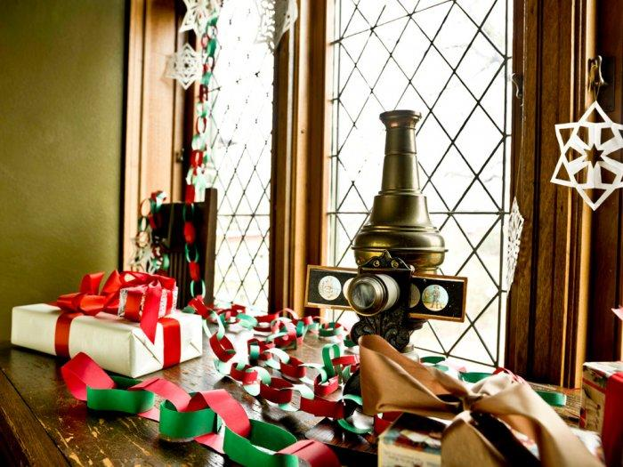 Colorful handmade chains for holiday decoration - Christmas Home Decor Ideas and Examples