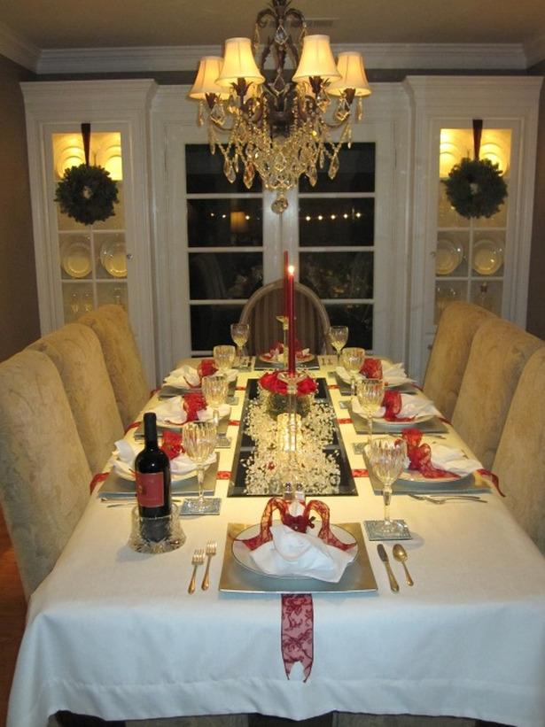 Glamorous Christmas Eve table arrangement  - 24 Dazzling Settings for a Sparkling Holiday Night