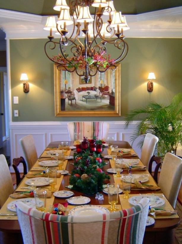 Golden inspired Christmas dining room interior - 24 Dazzling Settings for a Sparkling Holiday Night