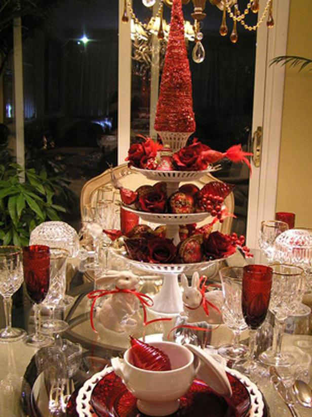 High Christmas table centerpiece - 24 Dazzling Settings for a Sparkling Holiday Night