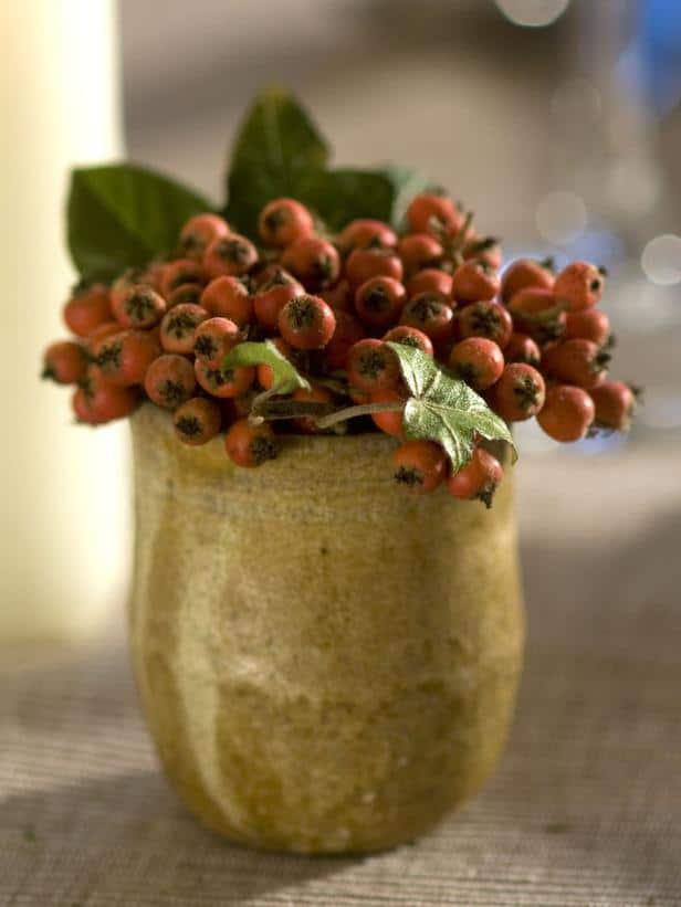 Ivy and Red Berries used for Christmas table decoration  - 24 Dazzling Settings for a Sparkling Holiday Night