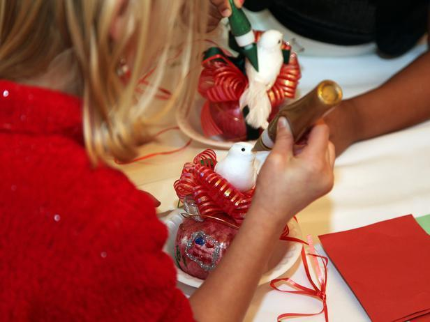 Kid prepare Christmas tree ornament - Holiday Ideas from America's First Home