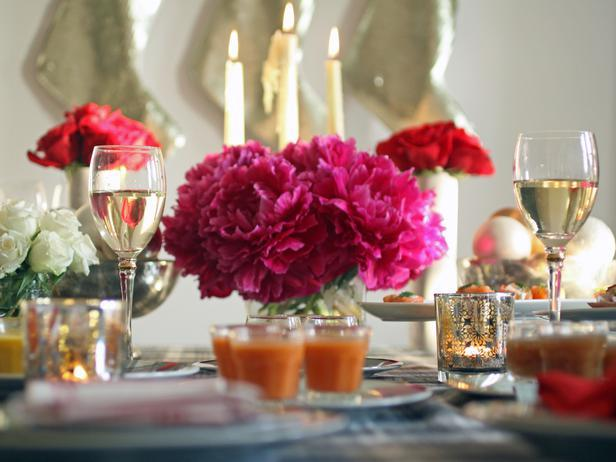Red flowers - Christmas Table Decoration Ideas