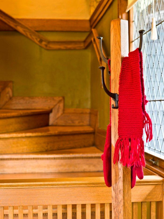 Red knitted scarf - Christmas Home Decor Ideas and Examples