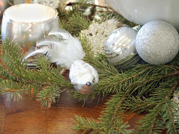 Sparkling silver Christmas balls - Add an elegant Touch to Your Holiday Decorations