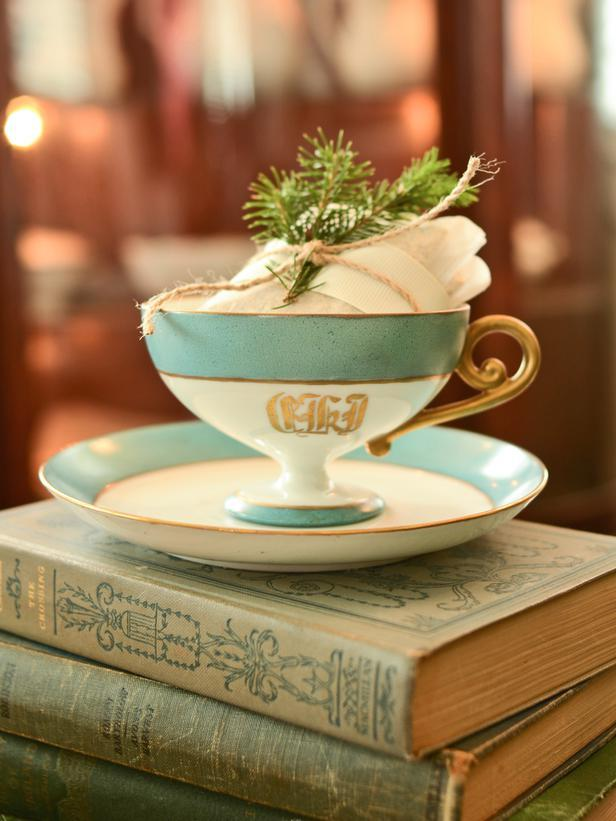 Teacups -Vintage Christmas Ideas for a Holiday Table Setting