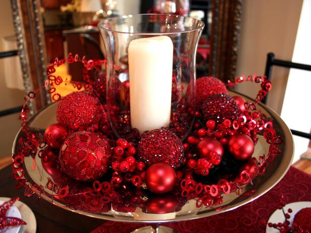 Natural-inspired Christmas table centerpiece - 24 Dazzling Settings for a Sparkling Holiday Night