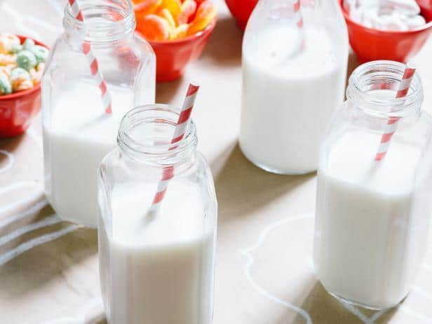 Vintage milk bottles - How to Set Up a Kids' Christmas Table for Fun?