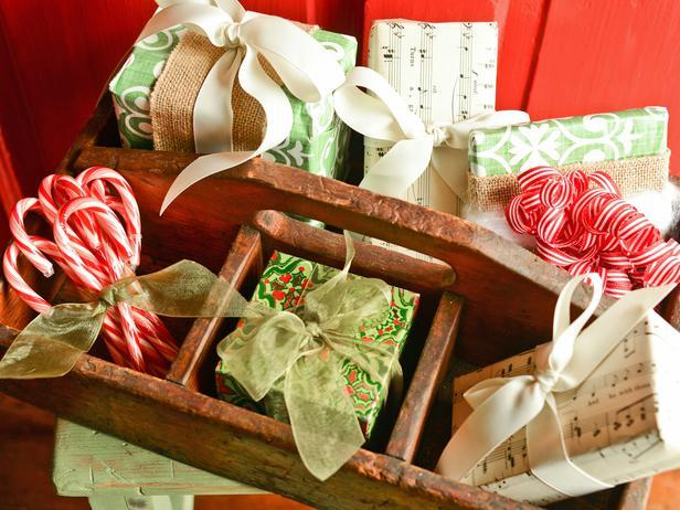 Wooden Totes and Caddies -Vintage Christmas Ideas for a Holiday Table Setting