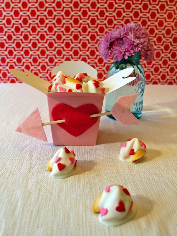 DIY Takeout Treat Box- Easy DIY Valentine's Day Crafts for Home Decoration