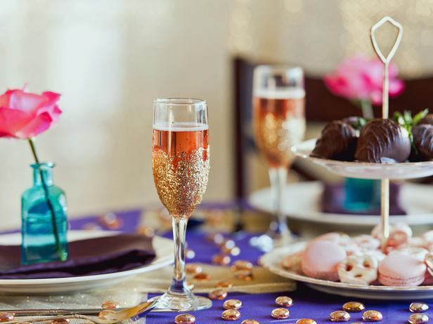 Glitter Champagne Flutes -Easy DIY Valentine's Day Crafts for Home Decoration