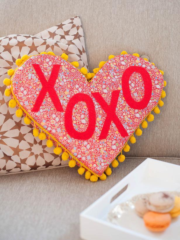 Easy DIY Valentine\'s Day Crafts for Home Decoration | Founterior