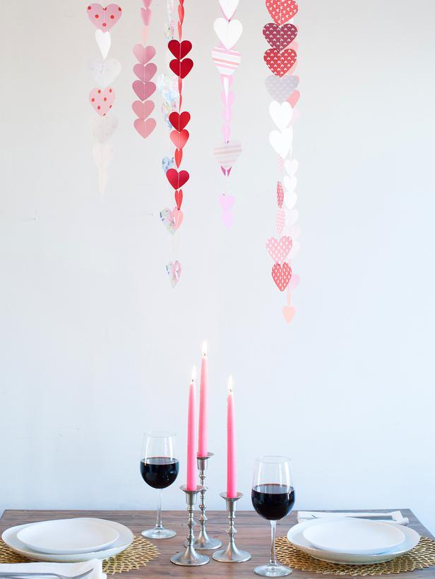Paper Heart Garland/Chandelier-Easy DIY Valentine's Day Crafts for Home Decoration