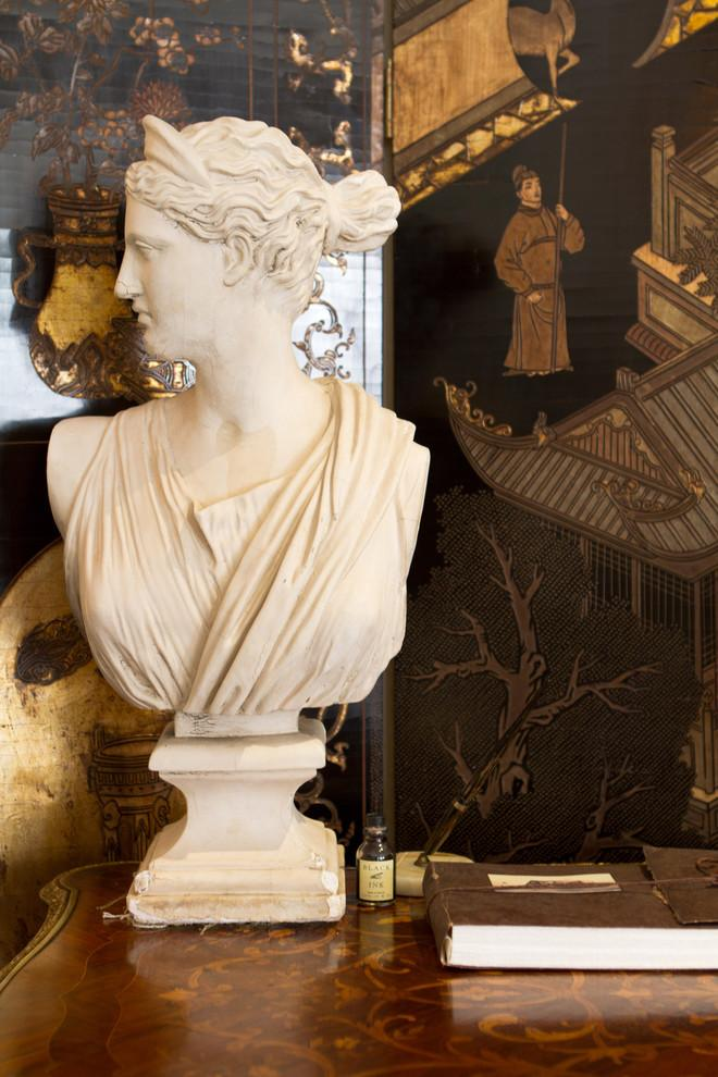 A classic bust used for decoration for Valentine's day - Create an Atmosphere for Saint Valentine's Day