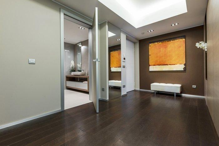 A view towards the bathroom and toilet - Stylish and Elegant Apartment in Monaco