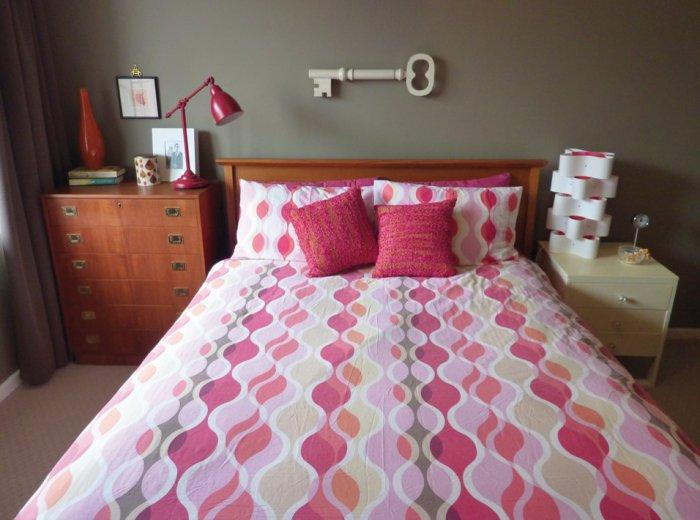Bed linens in white and pink shades - 50 Creative Home Decorating Ideas