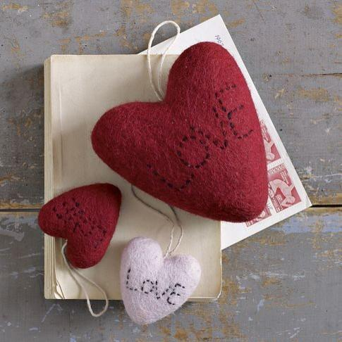 Felt Hearts - 19 Amazing Valentine's Day Home Decorating Ideas